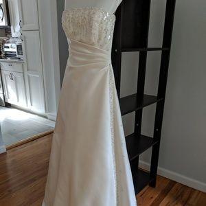 2007 Maggie Sottero Wedding Dress